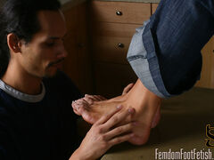 Summer goes to see an expensive loft, but notices the real estate agent checking out her feet. She tries to convince him to lower the rent price by letting him worship her feet. He gets to lick and suck her pedicured toes as long as he lowers her rent.